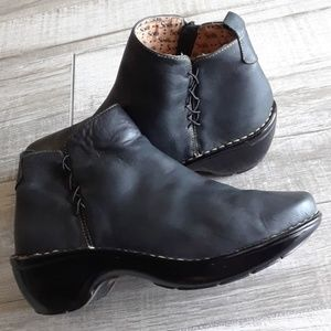 SOFFT..EURO STYLE BOOTIE..7.5 WIDE